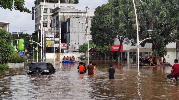 Kondisi banjir di Jalan Kemang Raya, Jakarta Selatan, Sabtu (20/1/2021) sore pukul 16.30 WIB.