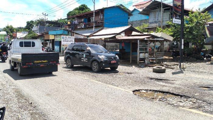 Kondisi jalan provinsi Papua Barat (Trikora Arfai) yang dalam kondisi rusak, dan sering terjadi kecelakaan.