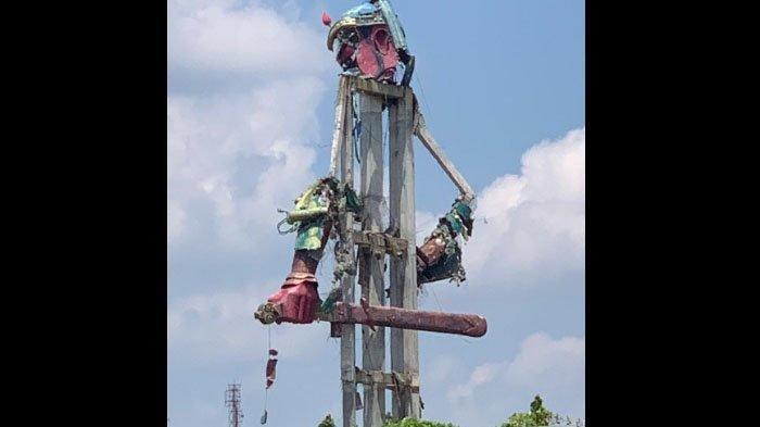 Warga Saksikan Detik-detik Patung Dewa Perang 30 Meter di Tuban Runtuh: Seperti Pesawat Jatuh