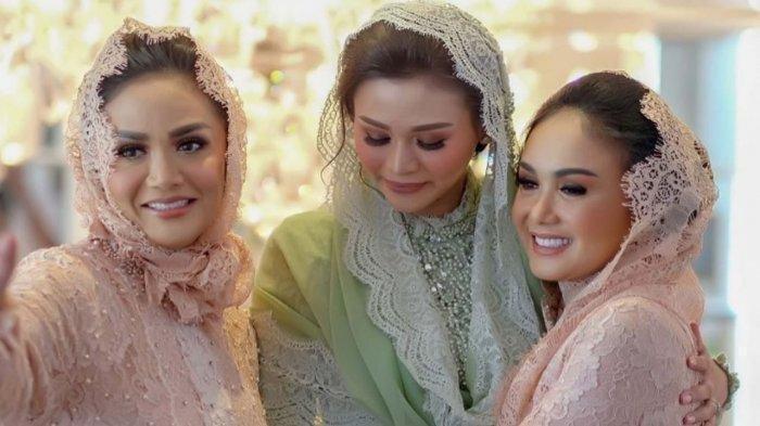Krisdayanti dan Yuni Shara Bawa Kabar Duka Pasca-Rayakan Pernikahan sang Adik