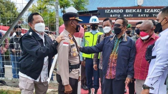 Masih Ingat AKBP Untung Sangaji, Tiba-tiba Mendagri Tito Karnavian Pijit Punggung Kapolres Merauke