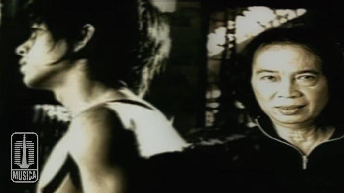 Lirik dan Kunci Gitar Lagu 'Menunggumu' - Peterpan feat Chrisye, 'Bila Rindu Ini Masih Milikmu'