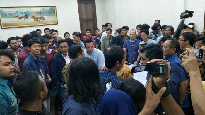 Mahasiswa Pilih 'Walk Out' saat Acara Ramah Tamah dengan Gubernur Jatim Khofifah, Ini Alasannya