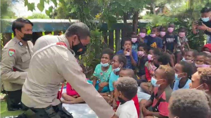 Kepolisian Negara Republik Indonesia melalui Binmas Noken Polri menggelar kegiatan bakti sosial sekaligus tatap muka bersama dengan Toga, Todat dan Tomas Kabupaten Jayawijaya, Sabtu (13/03/21).