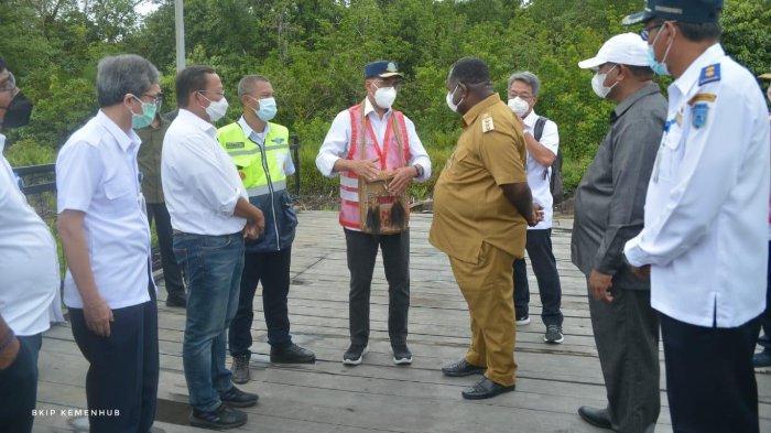Menteri Perhubungan (Menhub), Budi Karya Sumadi, dalam kunjungan kerjanya ke Kabupaten Asmat, Papua, Minggu (26/9/2021).