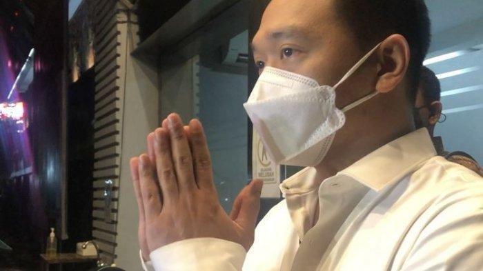 Michael Yukinobu de Fretes setelah menjalani pemeriksaan kasus video syur 19 detik di Ditreskrimsus Polda Metro Jaya, Senin (4/1/2021).