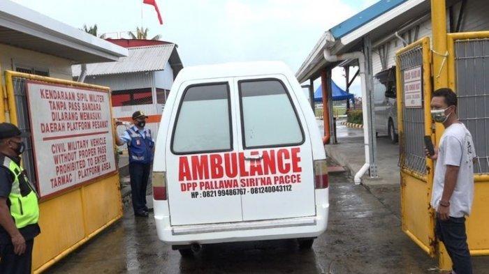 Jenazah Tukang Ojek yang Tewas Ditembak KKB Diantar ke Timika, Istri dan Rekannya Mendampingi
