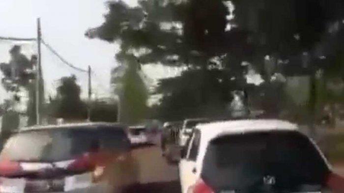 Viral Video Ibu-ibu Pengendara Mobil Halangi Laju Ambulans, Begini Kronologinya