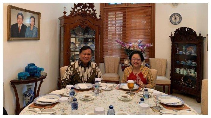 Senyum dan Kode Megawati saat Ingatkan Prabowo soal Jabatan Presidennya