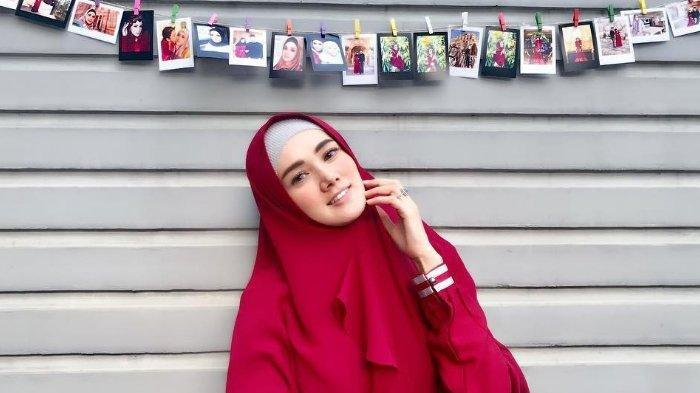 Mulan Jameela Beri Tanggapan soal Dirinya yang Disebut Pura-pura Menelepon saat Diwawancara