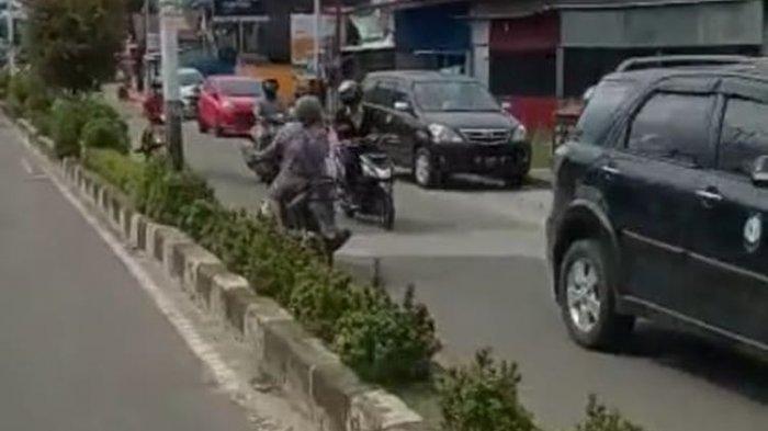 Viral Video Nenek Berdaster Kendarai Sepeda Motor Tanpa Helm dan Lawan Arah, Polisi Cari Sosoknya