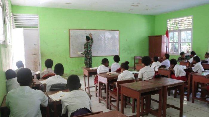 BPJAMSOSTEK Jayapura Serahkan Beasiswa Rp126,5 Juta untuk 47 Anak dari TK hingga Mahasiswa
