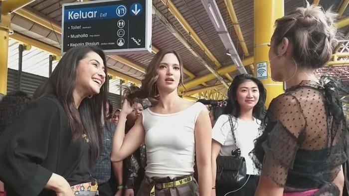 Ketika Jessica Iskandar Kaget Tahu Harga Tiket KRL yang Ia Naiki Bareng Nia Ramadhani