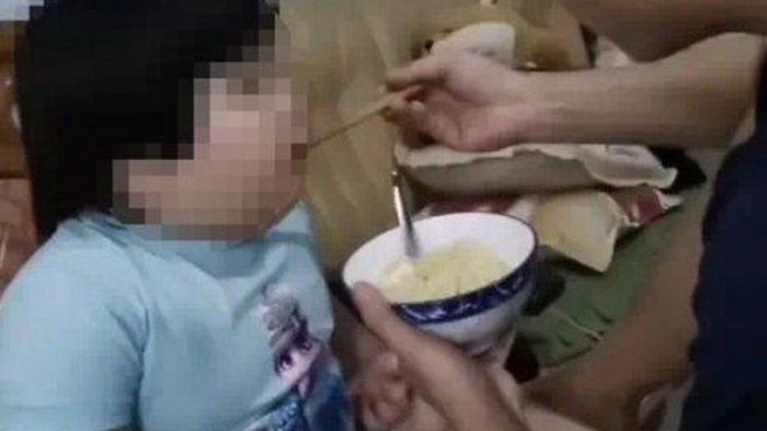 Tuai Kritikan, Orang Tua Ini Paksa Anak 3 Tahun untuk Terus Makan Agar Berbobot 50 Kg Demi Konten