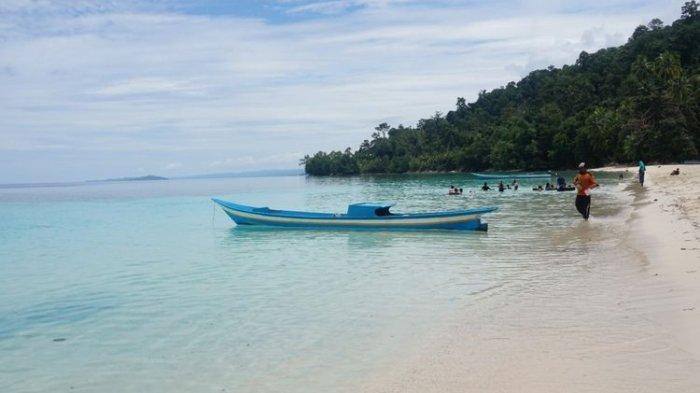 Pantai Wambar di Fakfak, Laut Biru Jernih Berpasir Putih yang Wajib Dikunjungi saat ke Papua Barat