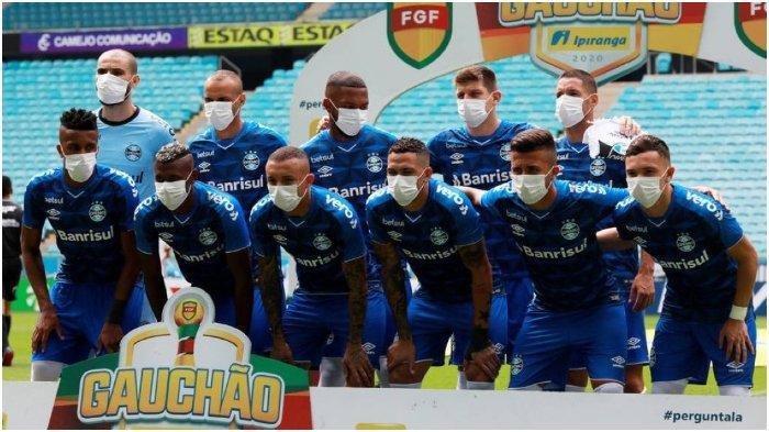 Kompetisi Tak Berhenti meski Virus Corona Merebak, Pemain di Klub Ini Gunakan Masker Jelang Laga