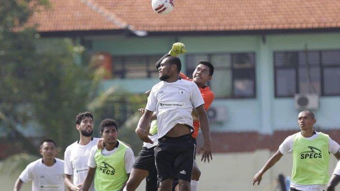 Jadwal Pertandingan Uji Coba Persipura Melawan Persik Kediri, Persita Tangerang, dan Persib Bandung.