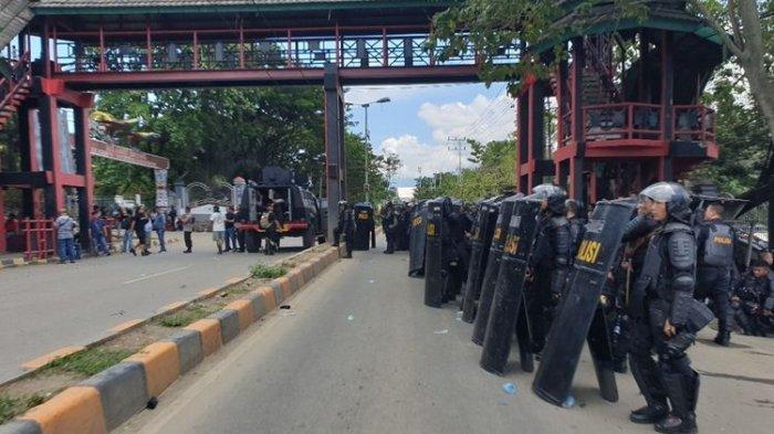 Saat Situasi Kondusif, Mahasiswa yang Demo Tiba-tiba Serang Aparat Membabi Buta dan Tewaskan 1 TNI