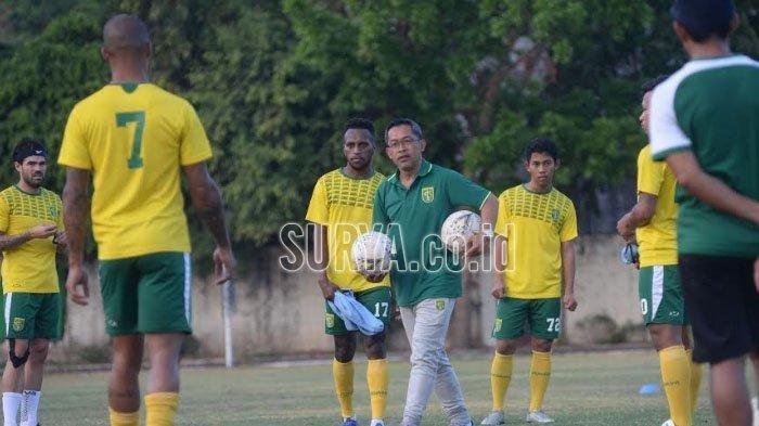 Meski Sebut Persipura Sedang Tak Stabil, Pelatih Persebaya Aji Santoso Enggan Remehkan Lawan
