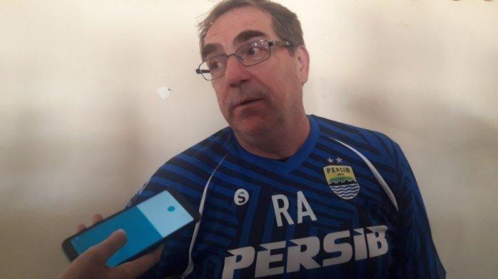 Robert Alberts Komentari Laga Persipura Jayapura vs Persib Bandung yang Bakal Digelar Tanpa Penonton