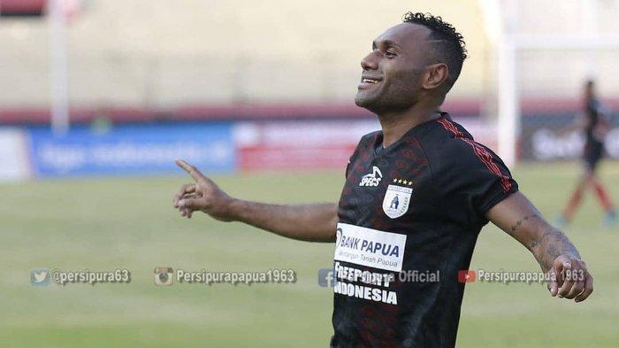 Batal ke Bhayangkara dan Diisukan Kembali ke Persipura, Titus Bonai Kini Resmi Gabung Borneo FC
