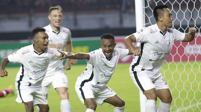 Persipura Sukses Taklukkan Persebaya, Jacksen F Tiago Puji Kerja Keras Mutiara Hitam