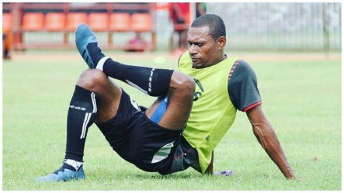 Cerita Yustinus Pae Ingin Bergabung dengan Persib Bandung sebelum Membela Persipura Jayapura