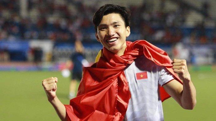Pelukan dan Permintaan Maaf Pemain Vietnam Doan Van Hau untuk Evan Dimas seusai Final SEA Games 2019