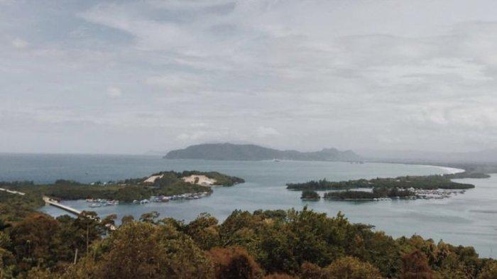 Pemandangan Teluk Youtefa di ambil dari bukit Jokowi, Jayapura, Papua.