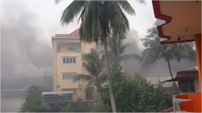Wagub Papua Barat Mohamad Lakotani Cek Fasilitas Umum yang Terbakar Akibat Kerusuhan di Manokwari