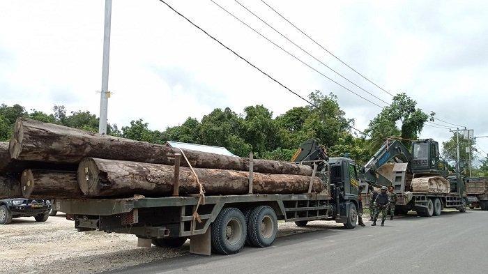 Aparat TNI-Polri Bangun Kembali Jembatan yang Dirusak oleh KNPB