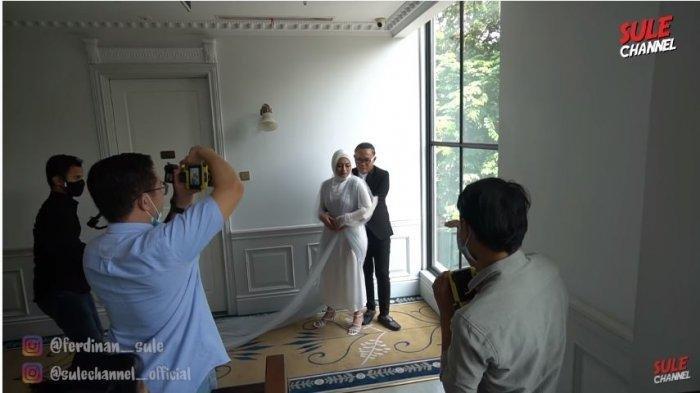 Pemotretan foto prewedding Sule dan Nathalie Holscher dalam tayangan SULE Channel, Senin (2/10/2020).