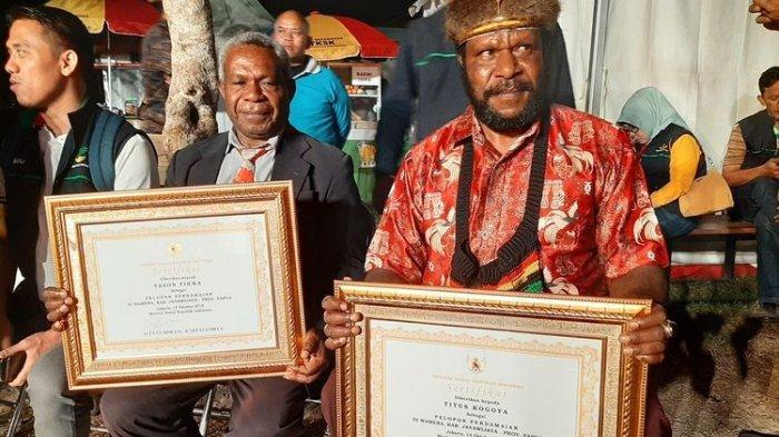 Jadi Tameng untuk Selamatkan Warga saat Kerusuhan, 2 Warga Papua Terima Penghargaan Perdamaian