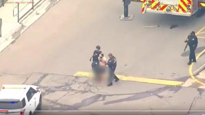Penembakan Massal di AS Tewaskan 10 Orang, Disiarkan Live Tampilkan Orang-orang Terperangkap