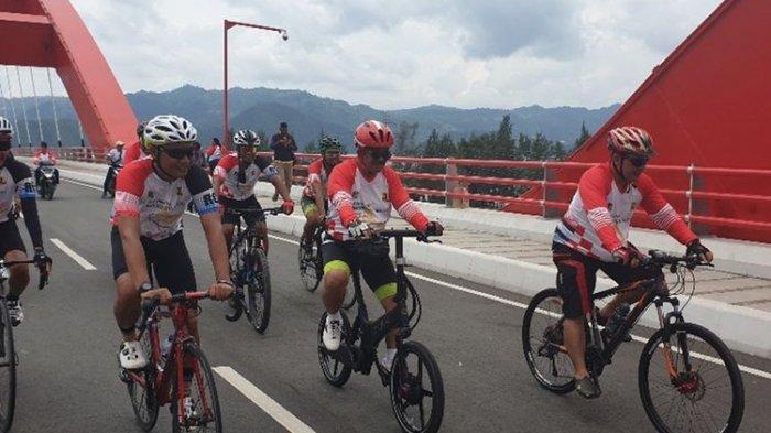 Menikmati Keindahan Alam di Sekitar Jembatan Holtekamp Jayapura Papua sambil Bersepeda