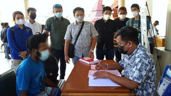 Polisi Serahkan Berkas Perkara Tahap II Kasus Seruan Bakar Bendera ke Kejari Jayapura