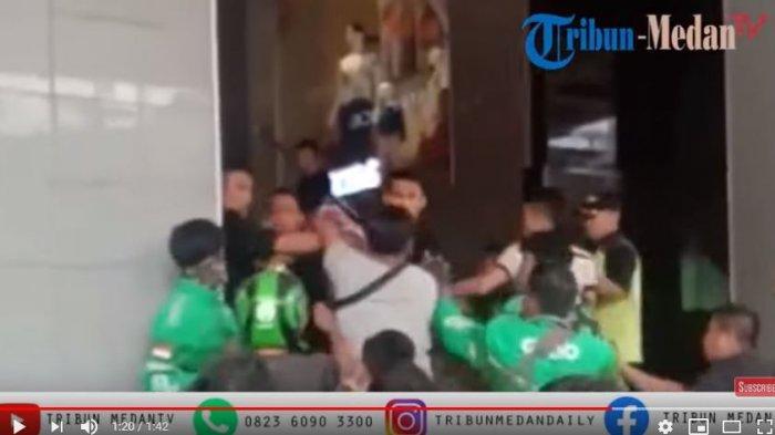 Video Detik-detik Driver Ojek Online Ricuh dengan Satpam Mall, Diduga Berawal dari Ambil Orderan
