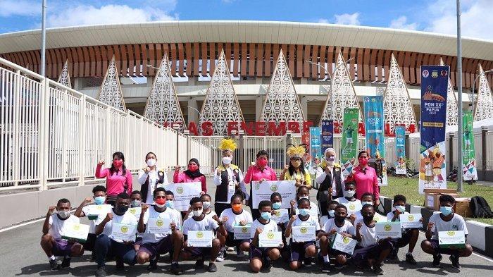 Dukung Generasi Muda Papua dan Papua Barat, Perwosi Bantu 1.000 Sepatu Olahraga