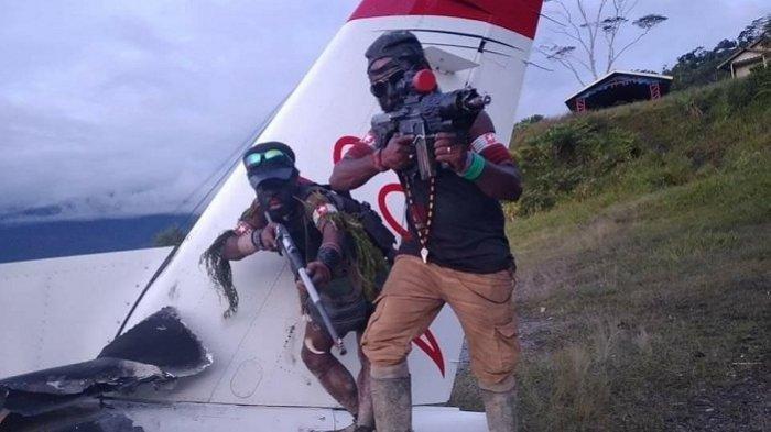Pesawat MAF dibakar Kelompok Kriminal Bersenjata (KKB) di Intan Jaya, Papua.