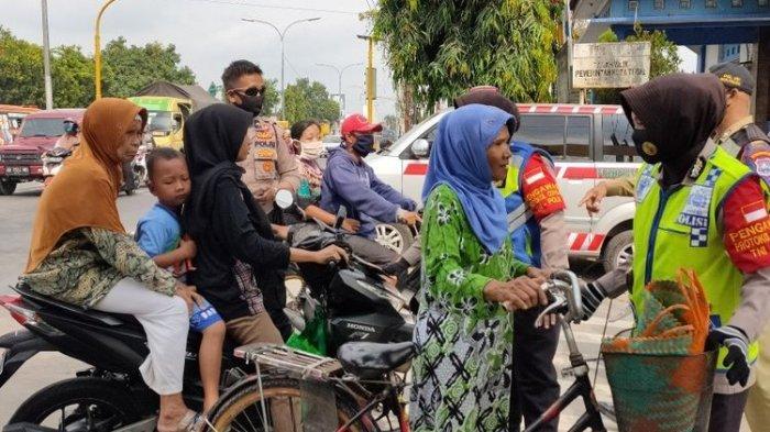 Pedagang dan Pengunjung Pasar di Kota Tegal yang Tak Pakai Masker Dihukum Push Up dan Mengaji