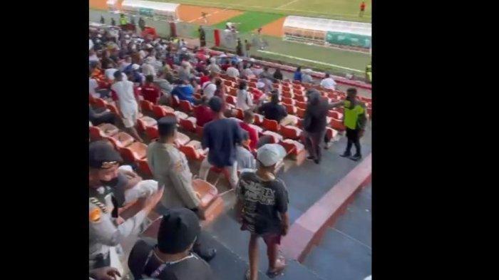 Penonton Final Sepak Bola PON Membludak, Ini Respons Cepat Petugas Keamanan untuk Redam Situasi