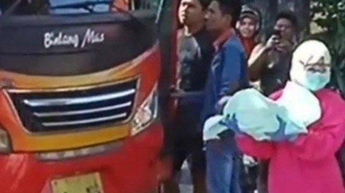 Geger Penumpang Wanita Melahirkan di Dalam Bus saat Perjalanan ke Surabaya, Polisi: Bayinya Sehat