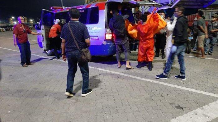 Buat Heboh, Penumpang Kapal Pria dan Wanita Ditemukan Tewas Tanpa Busana di Dalam Mobil