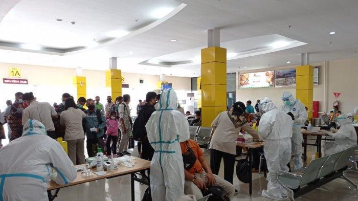 Jalani Rapid Test Antigen di Bandara Rendani, 2 Penumpang dari Luar Terindikasi Positif Covid-19
