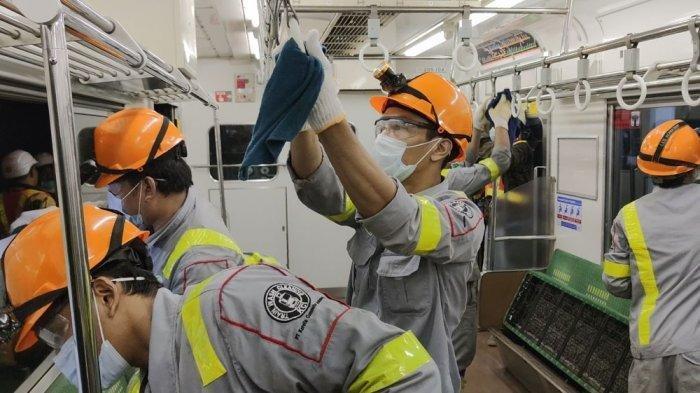 PT KCI Semprot 27 Unit KRL Pakai Cairan Disinfektan untuk Cegah Penyebaran Virus Corona