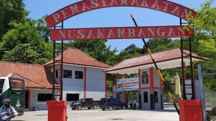 Pintu masuk Pulau Nusakambangan di Dermaga Sodong, Kabupaten Cilacap, Jawa Tengah.