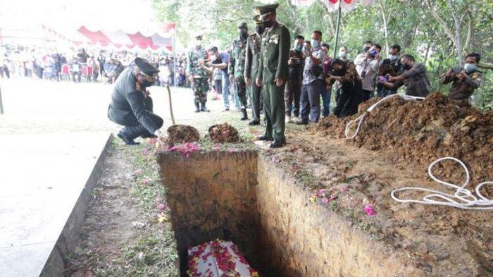 Gugur saat Kontak Senjata dengan KKB Papua, Jenazah Pratu Ida Bagus Dimakamkan di TMP Landak