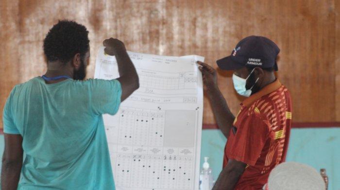 TNI-Polri Amankan Rekapitulasi Pleno PSU Tingkat Distrik di Nabire