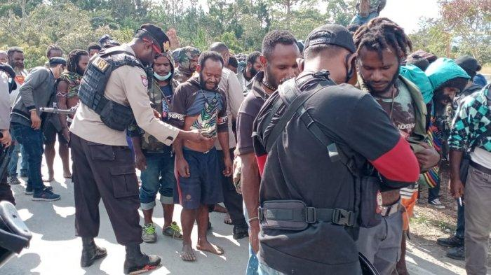 Antisipasi Bentok Warga di Wamena, Papua, Polisi amankan Ratusan alat Perang Tradisional