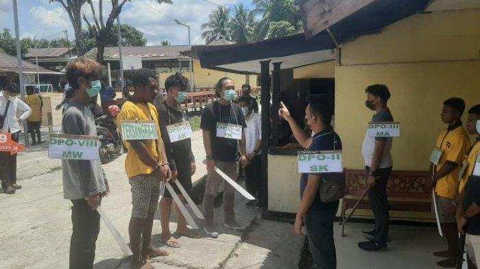 Rekonstruksi Penyerangan Posramil Kisor Maybrat Digelar, 7 Tersangka Dihadirkan
